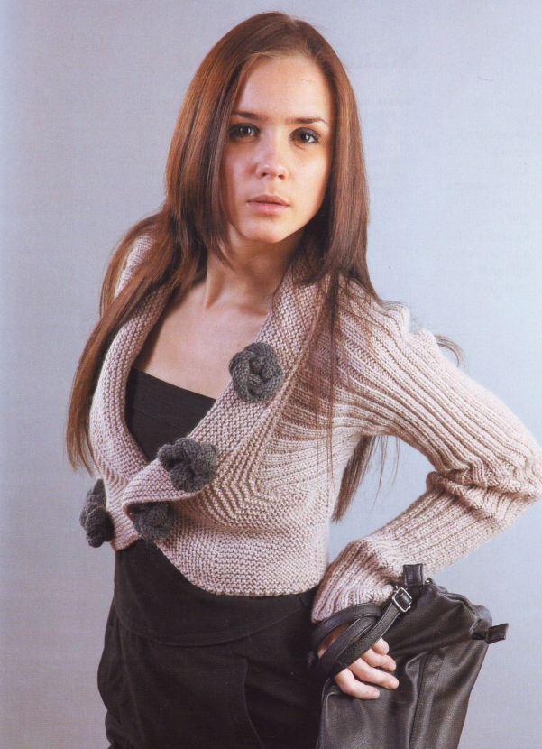Короткие рукава на вязанном свитере