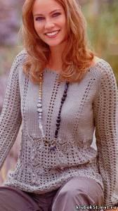 Ажурный пуловер с узором из листьев, связанный спицами