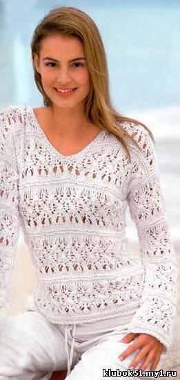 Ажурный пуловер, связанный спицами с V